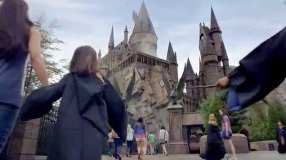 Nicht nur für Kinder - Das Universal Orlando Resort ist ein Themenpark-Resort in Orlando (Florida) mit aufwändigen und spannenden Attraktionen. Tolle Reiseangebote in Kombination mit einem Besuch in dem Erlebnispark gibt es auf travelyst.de!
