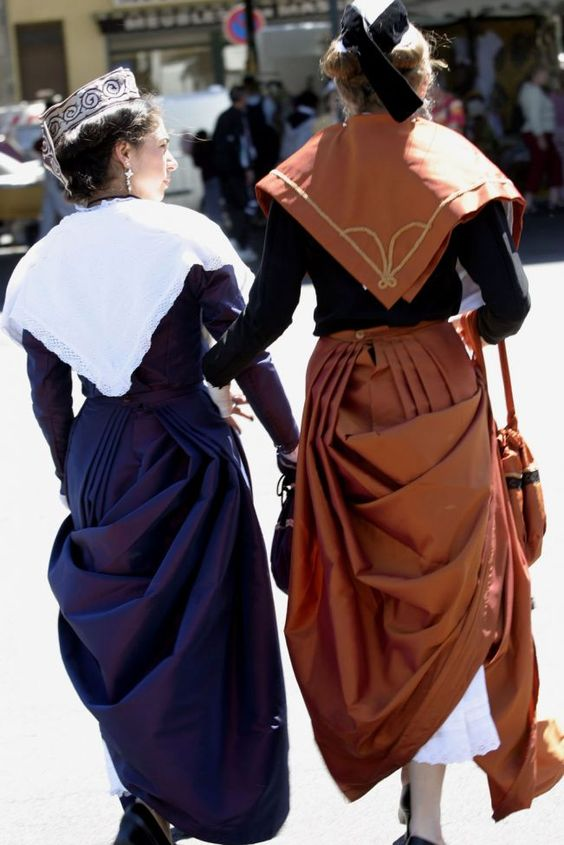 Hello all,  Today I will talk a bit about the costume of the city of Arles and environs. This is part of Provence, yet the costume here...
