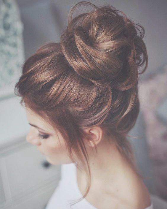 Trend Messy Dutt Frisuren Diese Looks Sind Soo Sofa Chic Dutt Frauen Haare Messy Wedding Hair Messy Hairstyles Hair Images