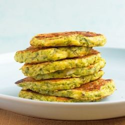 This is summer on a plate! Healthy, light and so delicious: Zucchini Fritters.