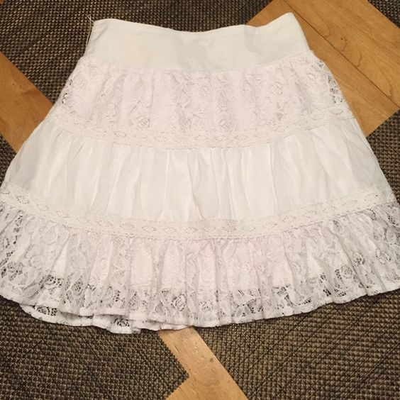 White lace skirt White lace skirt ..great for summer... Vanity Skirts