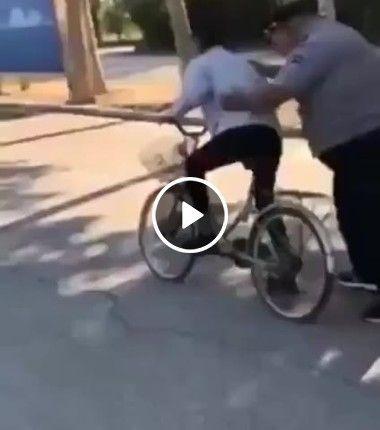 A bicicleta não aguentou esse peso todo