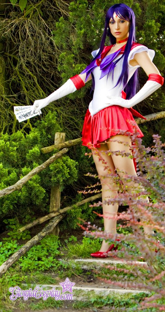 Character: Sailor Mars (Rei Hino) / From: 'Pretty Soldier Sailor Moon' Manga & 'Sailor Moon' Anime Series / Cosplayer: Giorgia Vecchini (aka Giorgia Cosplay)