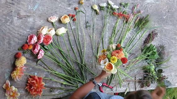 Fresh from the Field Wedding Flowers Video Preview. Fresh from the Field Wedding Flowers is a new book about using local flowers for wedding...