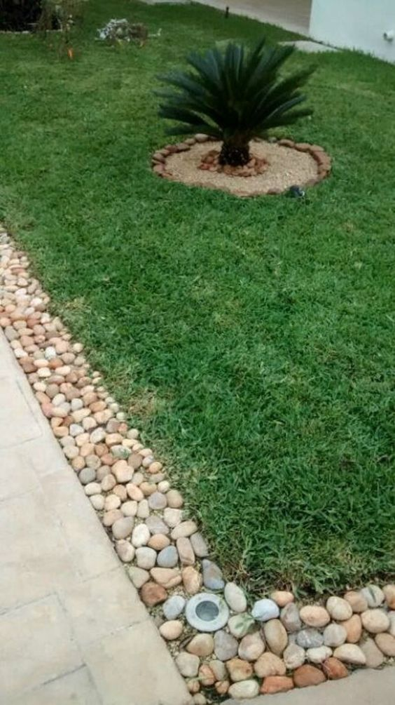 Jardines peque os con piedras de rio buscar con google for Ideas de patios y jardines