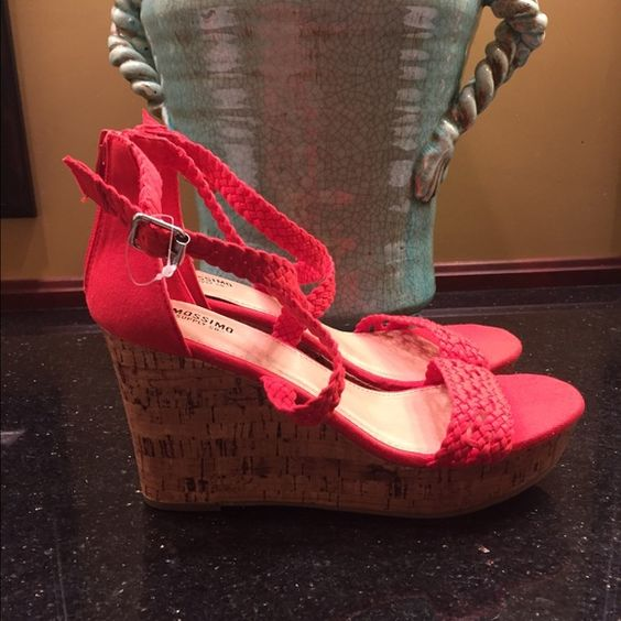 Mossimo NWT espadrilles size 6 NWT shoe has a 5 in platform Front crossover detail with ankle strap closure Size 6  tag attached no flaw Mossimo Supply Co Shoes Espadrilles