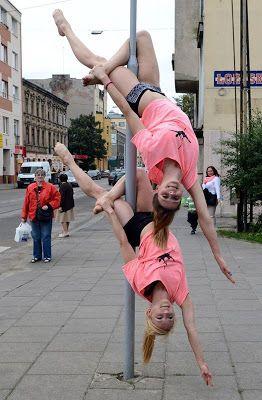 street pole dance 9   Street Pole Dance   street art sexy rue pologne pole dance panneau