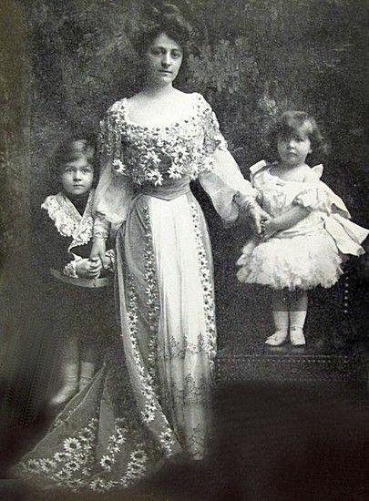 Mrs. Cornelius Vanderbilt III [Grace Wilson] with her children Cornelius IV and Grace. Her husband General C. Vanderbilt III, son of Cornelius Vanderbilt II, was Consuelo Vanderbilt's first cousin.