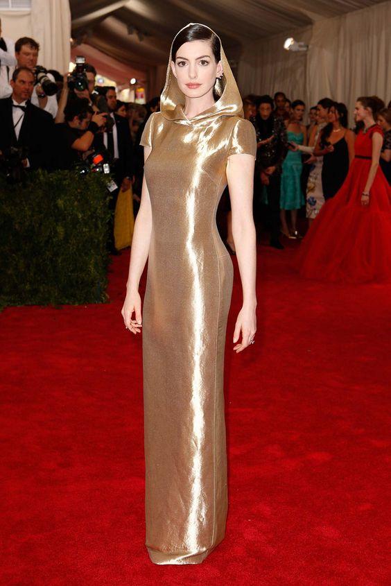 Anne Hathaway - Met Gala 2015: