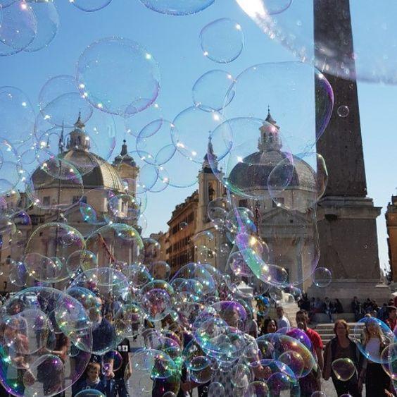 Bubbles in Piazza del Popolo