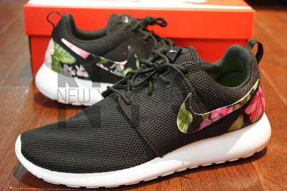Femmes Nike Roshe Courir Chaussures De Sport Dessin Animé En Noir Et Blanc vente authentique DzLFZ