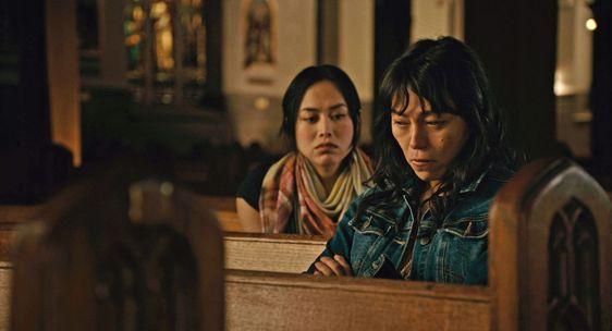 Ivory Aquino, como Trixie, y Sandoval, como Olivia, en 'Lingua Franca'