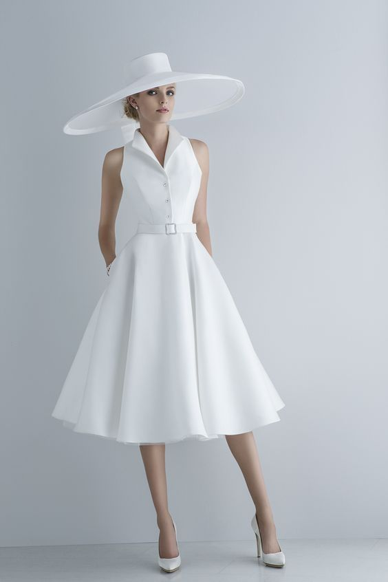 Abiti Eleganti Con Cappello.L Abito Da Sposa Corto La Fata Madrina Alessandra Cristiani