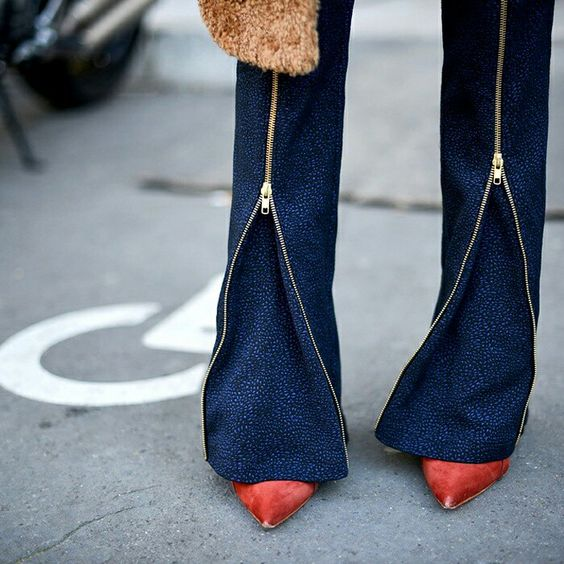 Pointy heels + zipper details pants street style fashion details.