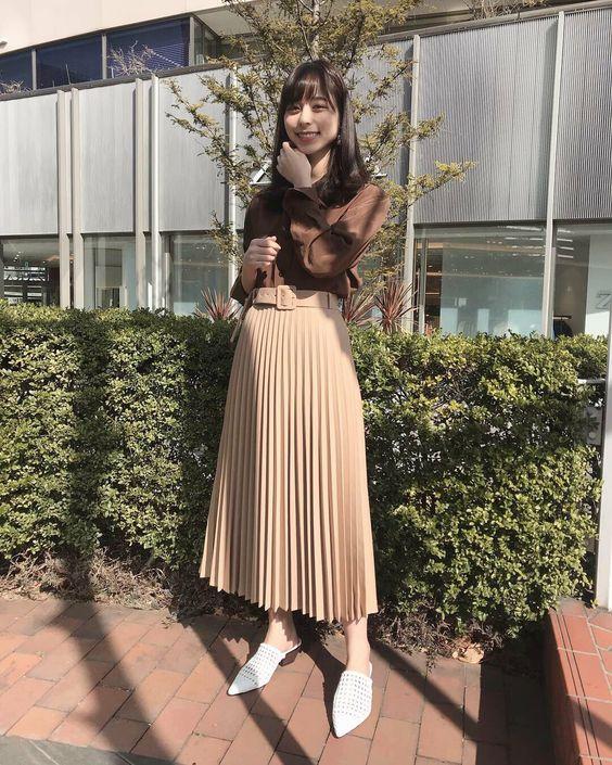 プリーツスカートが美しい山本萩子さん