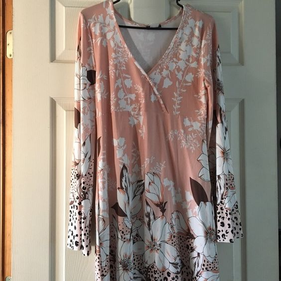 Leopard Swing Dress Peach White Browns Swing Dress With Bell Sleeve. Above Knee.  New! Never Worn! Venus Dresses Mini