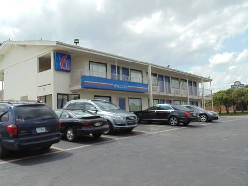 Motel 6 Denton Denton (Texas) Conveniently located on Interstate 35, this motel features an outdoor pool with a sun terrace and rooms with expanded cable TV. University of North Texas is 2 miles away.