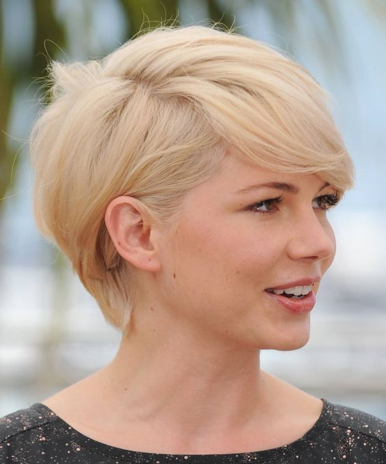 Michelle Williams' short do with bangs - side view