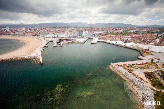 Bahía de Poniente en Gijón desde el aire