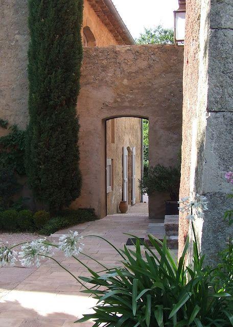 inspiration found in a Provence château - Sharon Santoni