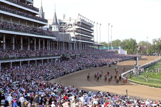 米国競馬のG1レース、第140回ケンタッキーダービー(140th Kentucky Derby、3歳、ダート約2000メートル)。レースの様子、2014年5月3日撮影)。(c)AFP/Getty Images/Jamie Squire ▼4May2014AFP|カリフォルニアクロームがケンタッキーダービー制す http://www.afpbb.com/articles/-/3014138 #Kentucky_Derby_2014 #Churchill_Downs ◆Kentucky Derby - Wikipedia http://en.wikipedia.org/wiki/Kentucky_Derby