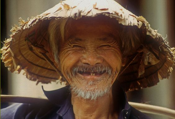 Vietnam, lachender Mann