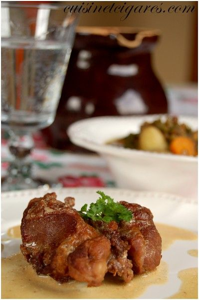 Joues de porc à la bière brune, crème d'ail et lentilles du Puy