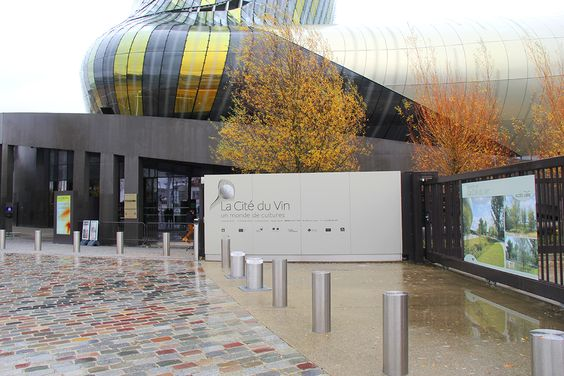 Опять вход в Музей Город Вина