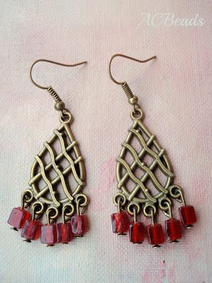 Red chandelier earrings / Brincos vermelhos estilo candelabro