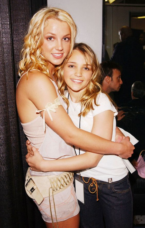 Britney Spears and Jamie Lynn Spears in 2003