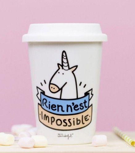 """OUI OUI... Vos rêves peuvent devenir réalité ! C'est la licorne qui le dit, """"Rien n'est impossible"""". Vivez un moment féerique à chaque gorgée de votre délicieux café !"""