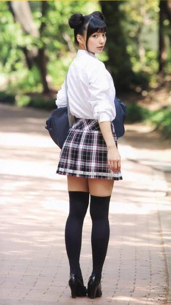 後ろ姿の高野麻里佳さん