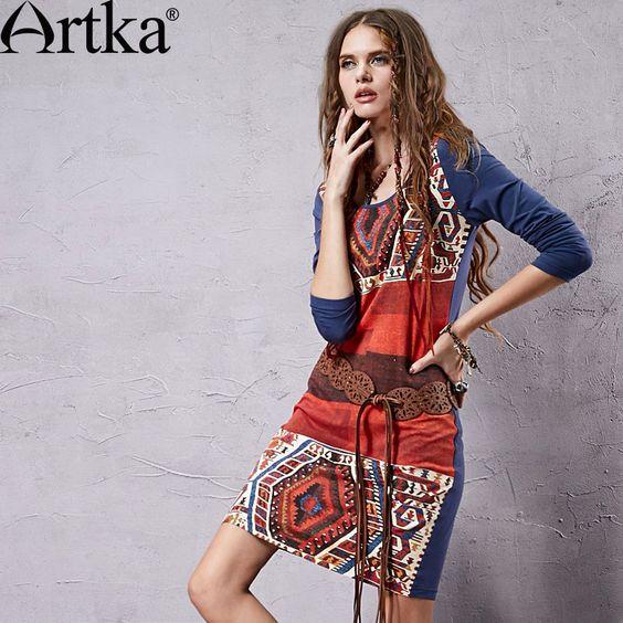 Приталенное трикотажное платье-туника в народном стиле с глубоким вырезом горловины