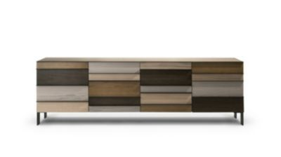 Buffet 2 portes, 4 tiroirs, structure en panneaux de particules plaqués chêne naturel.  Poignées et piétement acier laqué noir ou sable.   Composition au choix de 4 teintes (maximum) parmi les 15 disponibles.