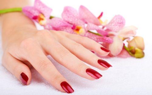 - Luce unas manos bonitas con esta sesión de esmaltado permanente.  - ¡Presume de uñas!  - Ponlas en manos de los mejores profesionales!
