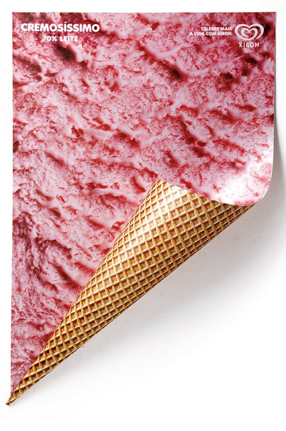 Posters de Kibon com a borda enrolada para simular uma casquinha de sorvete.