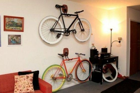 wohnzimmer raum ausnutzen fahrrad wandhalterung