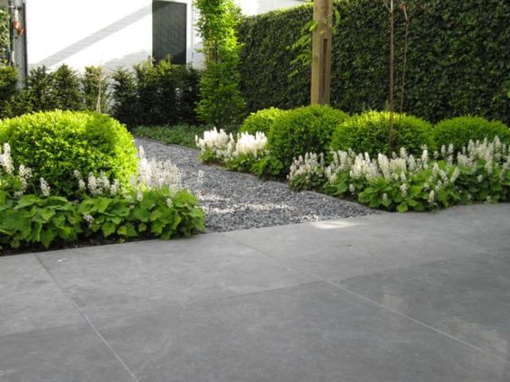 Eindhoven bluestone pavers and garden design on pinterest for Creation jardin anglais