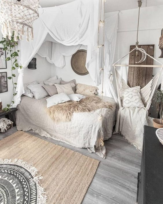 Become flushed and white bohemian room!  You fundamentally can't turn out badly with white. White furnishings like hanging curtains and swing can meet up with a single bed to make your room a ladylike retreat. The fawn retro rug with moon accessory is must in this plan!