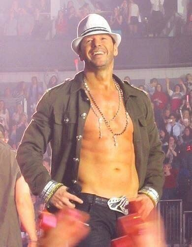 Donnie Wahlberg will forever be my favorite New Kid. Just look at him #bostonboys ❤️