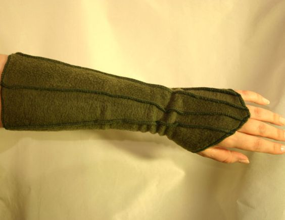 These look so good! Have to measure my arm/wrist and order some: Fingerless Psy Elven Faery Fleece Gloves in several colors and sizes. With Overlock Details