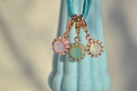 Charm BLUME vergoldet * Swarovski Glitzersteine * opal white pacific rosé *