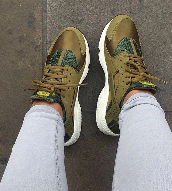 Nike Air Huarache Militia Green