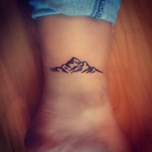 @beyjess12 // The symbolism of this small mountain tattoo reminds me always to go and renew myself in the outdoors.