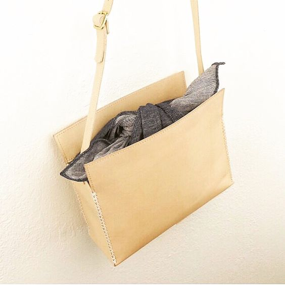 Furoshiki Cube bag with in naked leather with chambray closure
