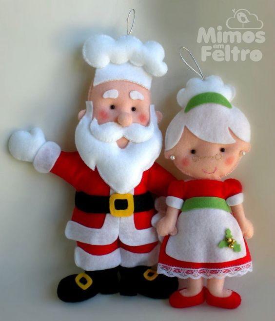 sweetest Mr. & Mrs. Chef Santa Claus. I think I'll put oven mitts on Mrs. Claus & a cookie in Santa's hand.: