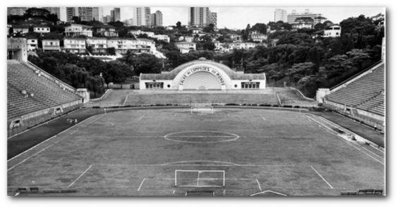 Jogos de futebol e sinfonias de música clássica, graças à sua charmosa Concha Acústica o Estádio do Pacaembu era o local certo para sediar os dois tipos de eventos