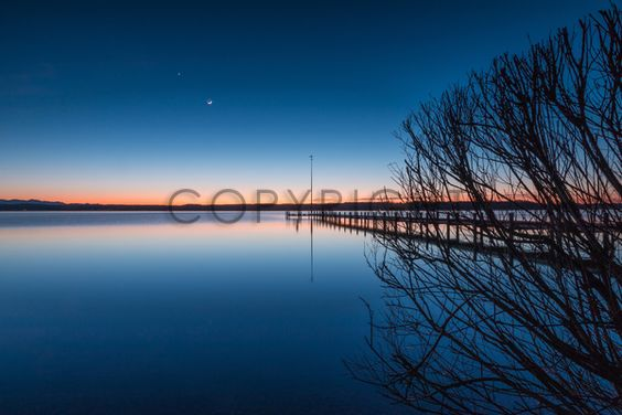 Gerade gefunden auf http://www.fineartprint.de #starnbergersee #starnberg #bayern #bavaria #deutschland #germany #seascape #bluehour #blauestunde #sonnenuntergang #sunset #sunrise #steg #jetty #outdoor