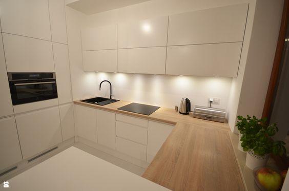 weiße Hochglanz Fronten und Eiche Arbeitsplatte und Rückwand - rückwand für küche