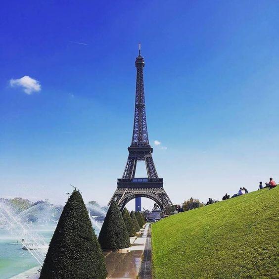 by @suzy_hyuna_luv #EiffelTower #France #에펠탑  낮에보기 ' ' ' #프랑스 #파리여행 #파리여행중 #부부 #부부스타그램 #결혼2년차 #유럽여행 #paris #parisienne #파리지앵 #럽스타그램 #파리 #샤모니 #리옹 #chamonix #lyon #프랑스강혜 #2016france #france